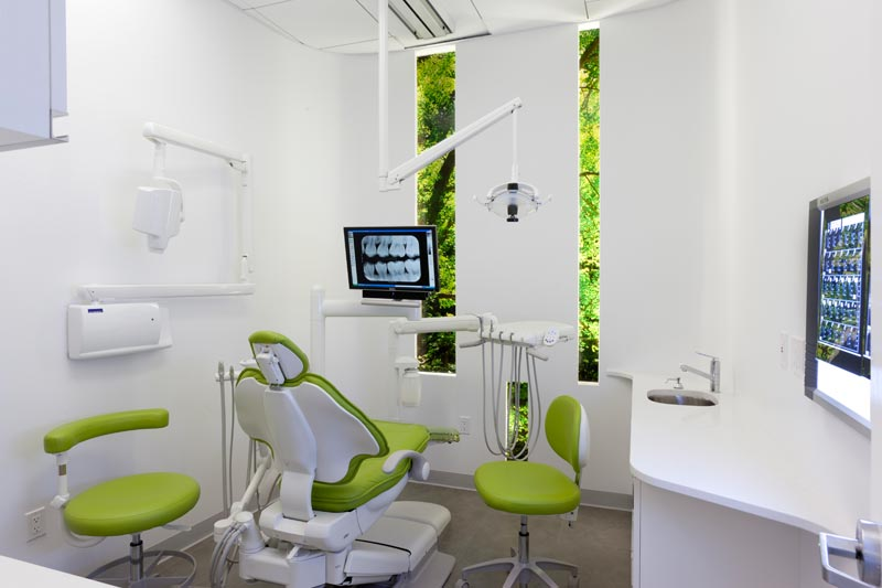 Modern dental clinic interior design for Dental clinic interior designs